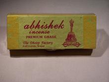 Encens Abhishek, similaire à son homologue Lawudo, il contient en plus de ces plantes de l'Himalaya, du frankincense